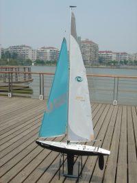 HURRICANE – RTS – 1000mm w/2.4Ghz Radio (1M Class Racing Yacht)